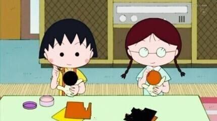姐妹俩吃食物
